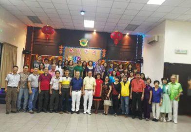 峇株吧轄林氏宗祠邀请福莆仙会馆妇女组进行歌唱交流。