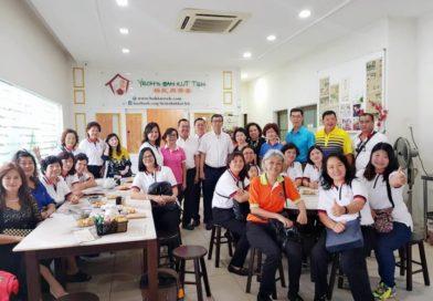 在吧生与来自沙劳越367省婦女组成员肉骨茶聚餐交流。
